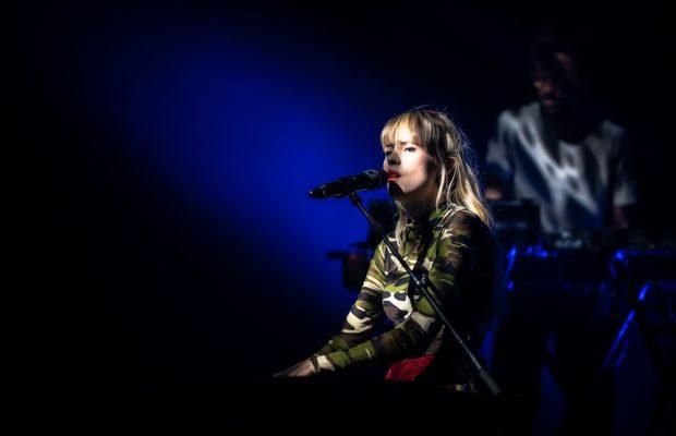 Angèle kondigt het vervolg aan voor haar album 'Brol': 'Brol-La Suite'
